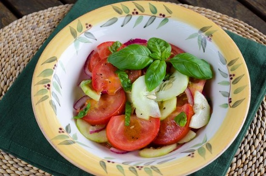 Easy Tomato Cucumber Salad  @Kristin Yager Cook Eat Paleo