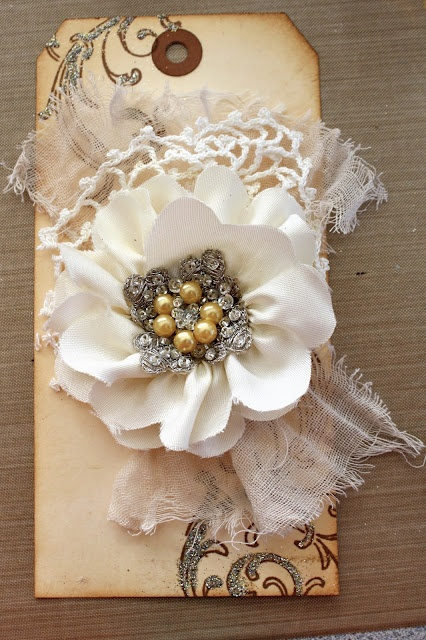 DIY vintage flower pin out of ribbon, pin, fabric & paper