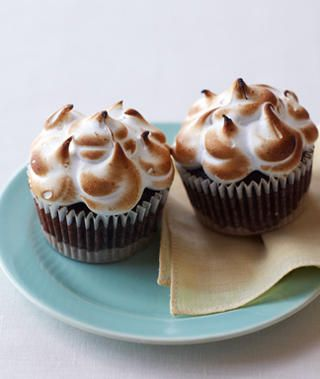 these smores cupcakes look so yummy :)