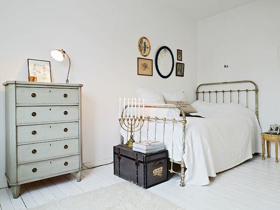 girly vintage bedroom