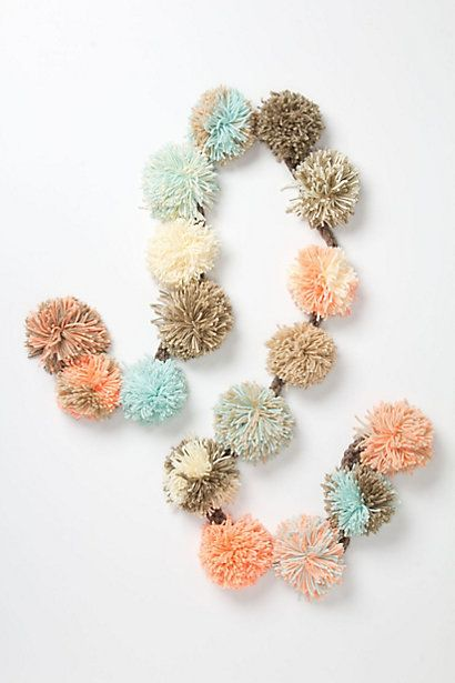 DIY idea: Pom Pom garland