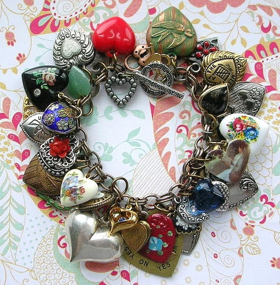 A new composition from Beanzie at The Vintage Heart....bet you can find it at The Vintage Heart at Etsy, or The Vintage Heart at Ruby Lane!
