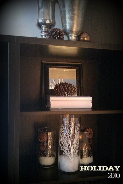 Holiday at Home Decor by Lynda Quintero-Davids @Russell Middleton Imagery #Holiday #Christmas #Decorating #Pinecones