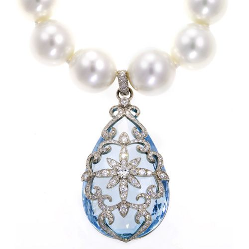 Aquamarine, platinum and diamonds. STUNNING!