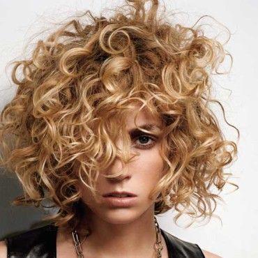 coupe de cheveux carré bouclé - Lothmann