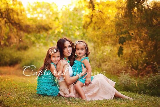 Family photography @Kendra Henseler Wilhelm I would love to a photo like this with my girls??
