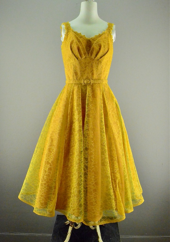 Mustard yellow 1950s lace party dress with matching belt. Adore! #vintage #fashion