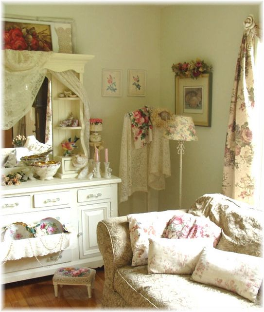 Romantic Cottage Living Room by Bluebird Becca, via Flickr