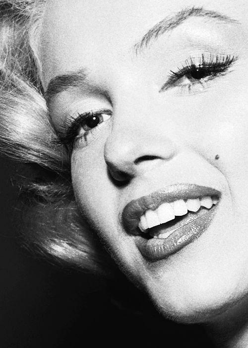 Marilyn Monroe she didnt care if she wasnt thin i LOVE her