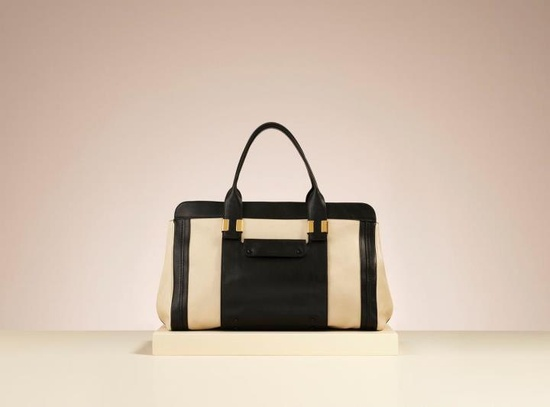 The new Chloé Alice tote is here. Minimalist, sleek and with a hint of the 70s it's roomy enough to hold all your 9 til 5 essentials. Our favorite is the papaya and black tri-tone tote but you'll want one in every colorway. More will be arriving soon, so watch this space… fashionfix.net-a-...