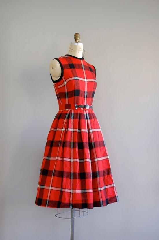 A sweet plaid 1950s dress. Love the 'belt' detail.