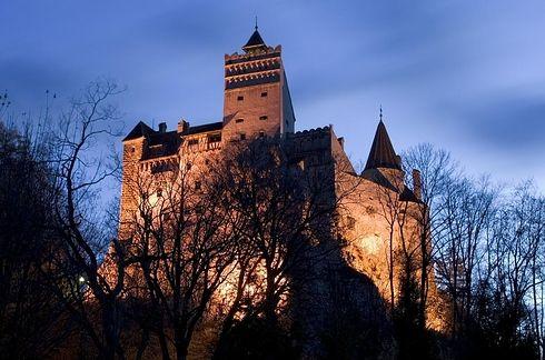 Dracula's Castle in Romania / 17 Amazing And Unexpected Honeymoon Destinations (via BuzzFeed)