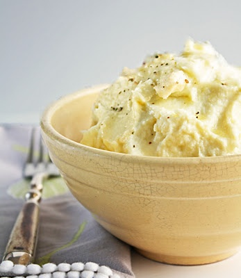 Mashed Cauliflower, a Mashed Potato Alternative #vegetarian #flamous #healthy #cauliflower @The Vegetarian Diaries @Everyday Food @Food Network