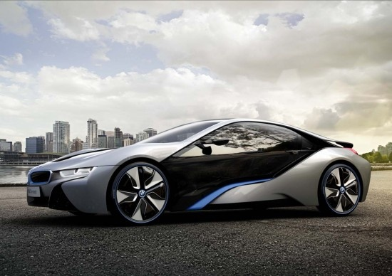 The BMW brand anticipates the arrival of its first hybrid and electric models by creating the concept and the BMW i8, designed a prototype rechargeable aluminum and carbon fiber to lighten the vehicle. Expected availability from 2013.