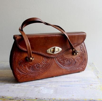 Gorgeous purse.