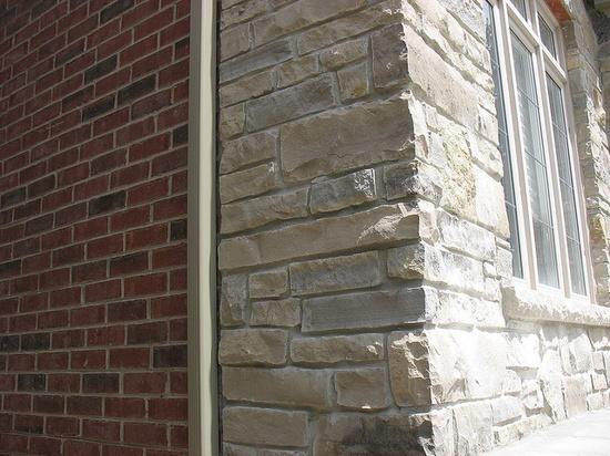 "Ontario limestone ledgerock (Limberlost, Eramosa...) and Brampton Brick - ""Old Chicago"""