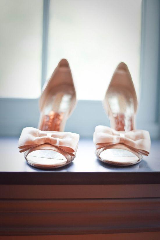 Bow peep toes.