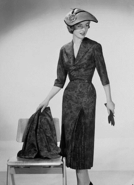 Such a sophisticated look, December 1955. #vintage #1950s #dresses #pleats #hats #fashion