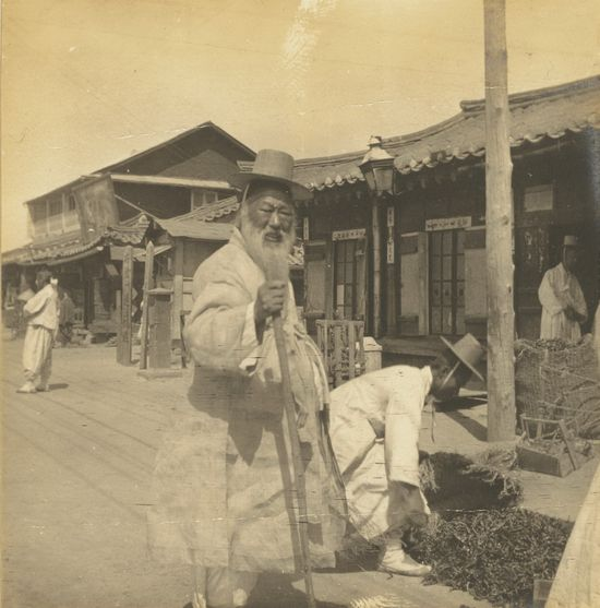 A Century of Korean Dynasty On Film: The Fascinating, Opulent Life Of The Joseon Family In One, United Korea (Photo Essay) - This fascinating set of pictures gives a rare glimpse into life in the late 19th and early 20th centuries in Korea - a time of great change for the state.