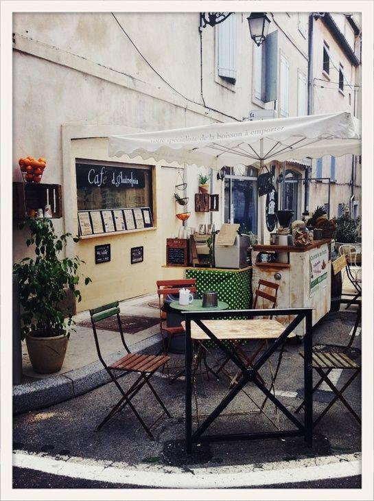 Le Cafe d'Autrefois à Arles.