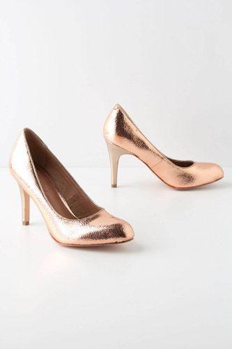 נעלי עקב סגורות בגווני ברונזה יתאימו לחתונה בסתיו
