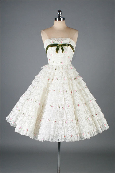 Vintage 1950s Dress White Lace Embroidered by millstreetvintage