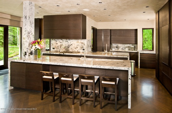 Modern Kitchen With Natural Light. #kitchen #modern #interiordesign