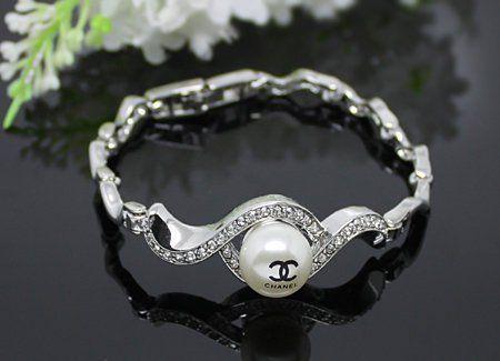 Beautiful Jewelry Diamond ring Rings bracelets www.finditforwedd...