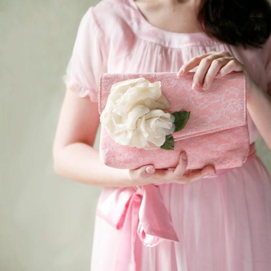 Pink dress & purse... love! ?
