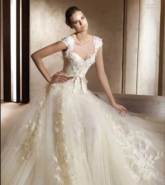 Stunning bride!  www.brayola.com