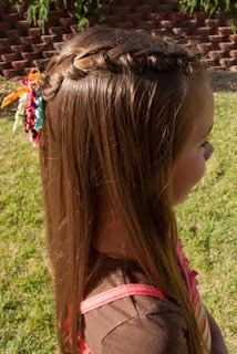 Tons of cute hair styles for girls on this blog!