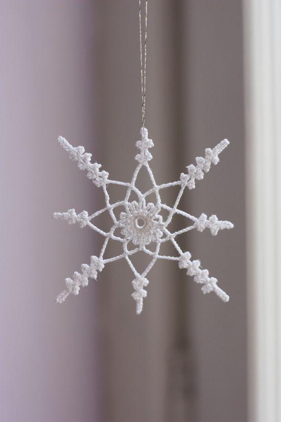 Crochet snowflake. €3.50.