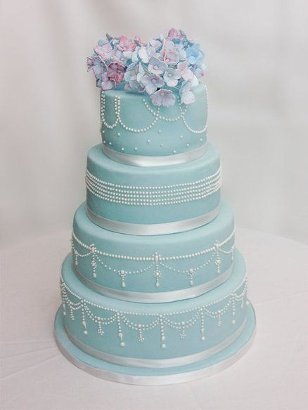 Pearls & Hydrangea wedding cake