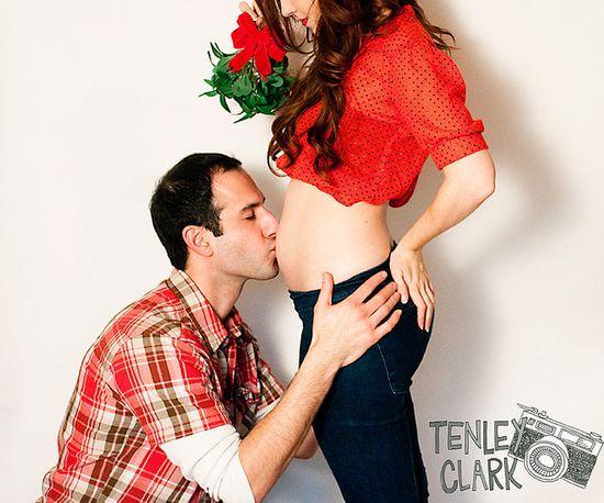 Mistletoe pregnancy photo. So cute!