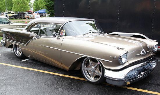 Oldsmobile Super 88 Street Rod 1957.