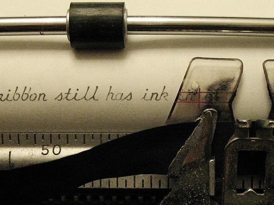 Be still my heart. A cursive typewriter.