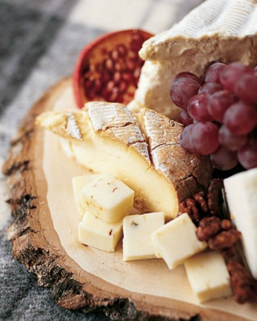 classic cheese and fruit platter >> who can resist a cheese tray?! NOT ME!