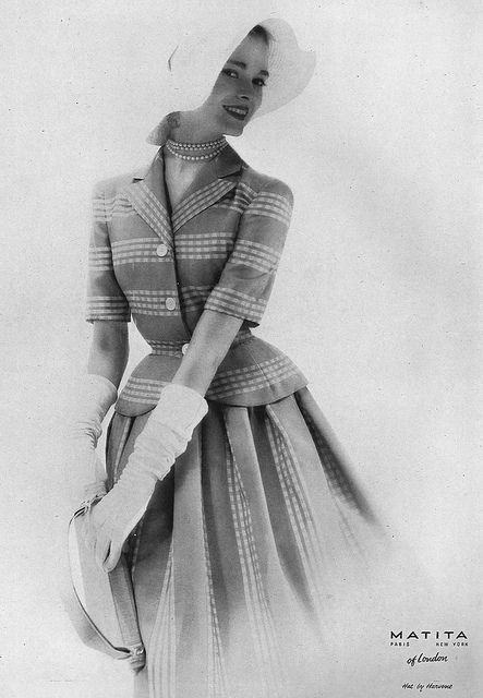 What a fun, charming 1950s skirt suit/dress look. #vintage #1950s #fashion