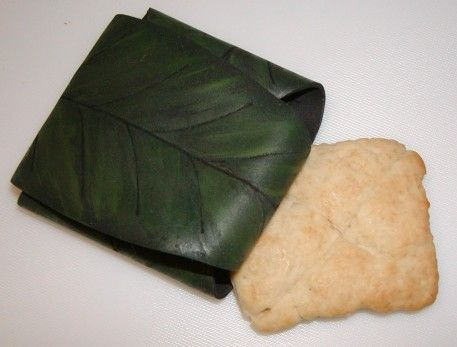 Recipe for Lembas Bread and Leaf Wrapper tutorial…I am SO making these :)