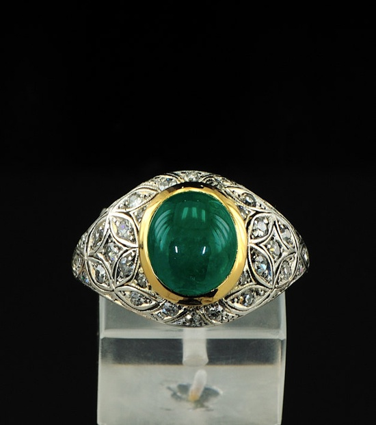 18 Kt magnificent Art Deco emerald and diamond ring, circa late 1930s