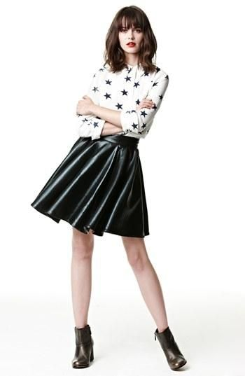 Cute print top + leather-look skirt = perfect fall look.