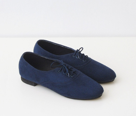 Sweet pair of navy Oxford shoes