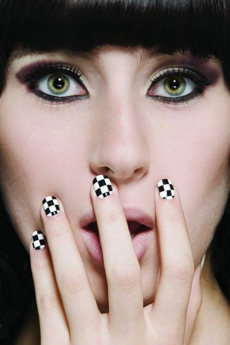 Checkered Nails! GET THE LOOK LADIES! Join bellashoot.com for more lovely nail art #black #white #nails