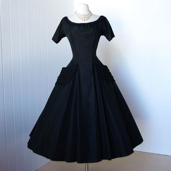 A simply perfect 1950s black evening/party dress that will never, in a million years go out of style. #black #dress #LBD #fashion #clothing #vintage #retro #1950s #fifties