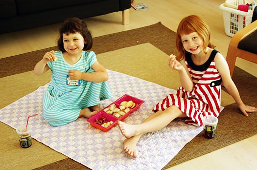 surprise indoor picnic for kids #ideas