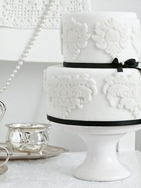 Classic white by Cakes by Tessa, via Flickr
