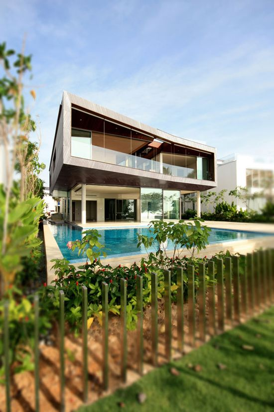 Sustainable Stereoscopic Weekend House With Contrasting Details