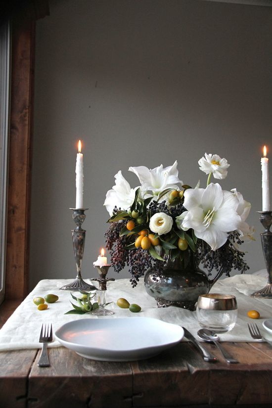Fall table, flowers by a Honey of a Thousand Flowers