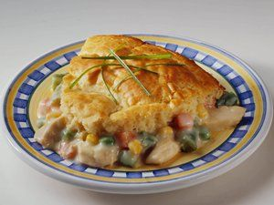 Easy Chicken Pot Pie -- Uses only 6 ingredients and takes only 30 minutes to make!