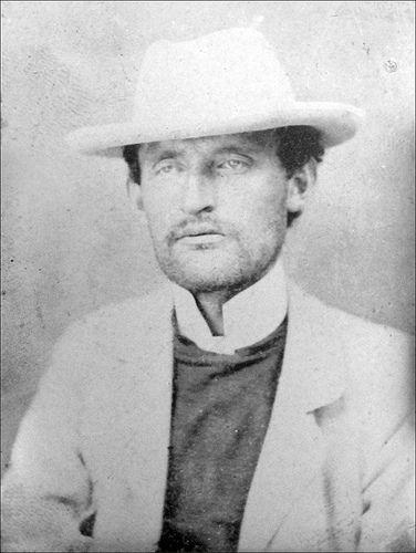 Portrait photographique dEdvard Munch 1902. Munch Museum photo archive.